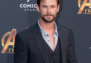 Chris Hemsworth attends the Avengers premier in a dashing suit